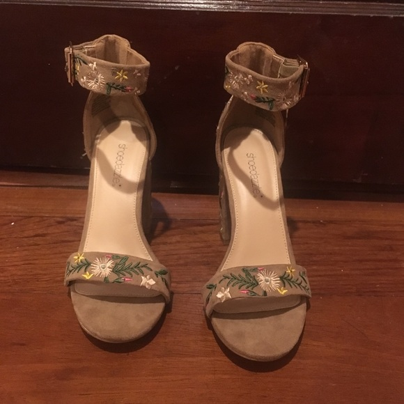 Shoe Dazzle Shoes - Embroidered Tan Heels
